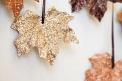 Ideas para decorar una boda en otoño hojas doradas