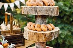 Ideas para decorar una boda en otoño buffet de donuts