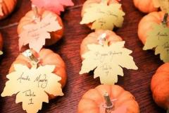 Ideas para decorar una boda en otoño hojas y calabazas