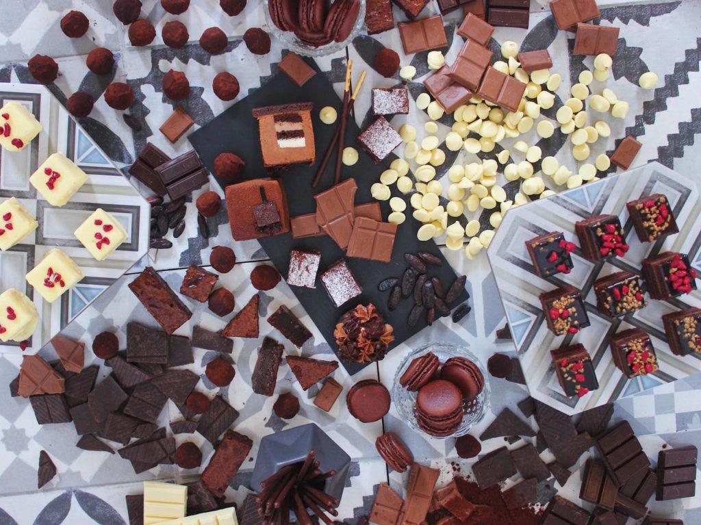 Una dulce selección de postres con chocolate