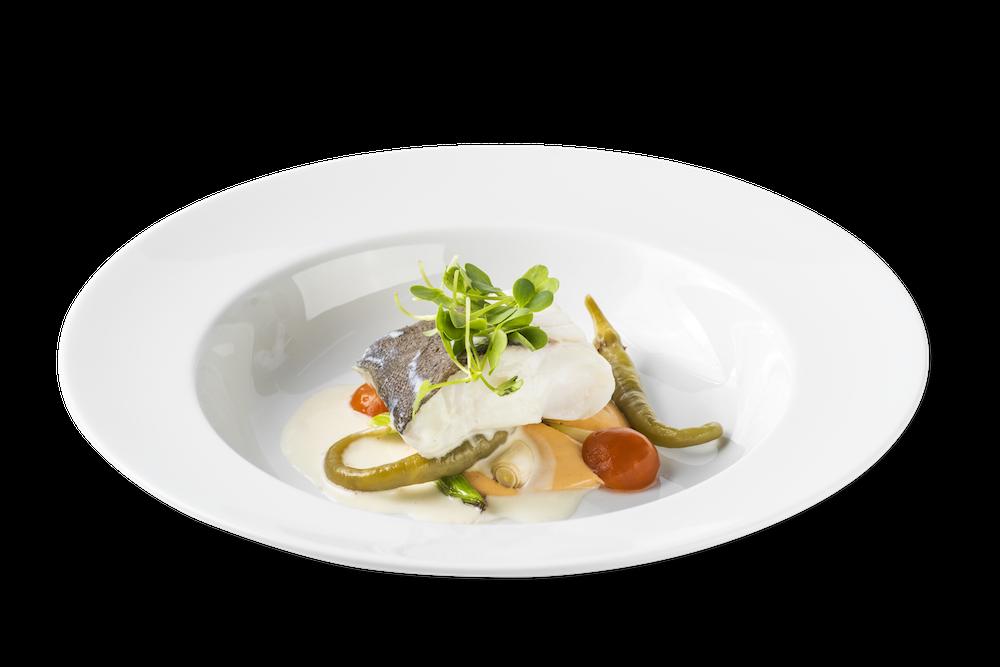 Bacalao en su pil pil con hummus de judías del ganxet y ñoquis de pimiento asado