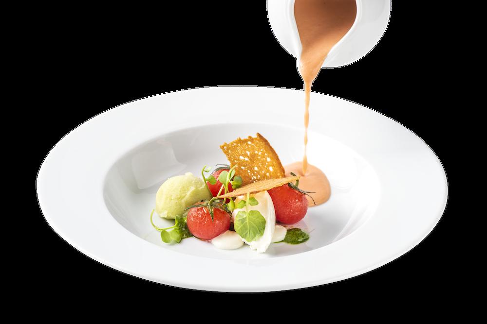 Sopa fría de tomate con helado de albahaca y pan especiado