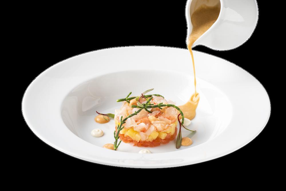 Tartar de gamba roja, patata confitada y crema de marisco