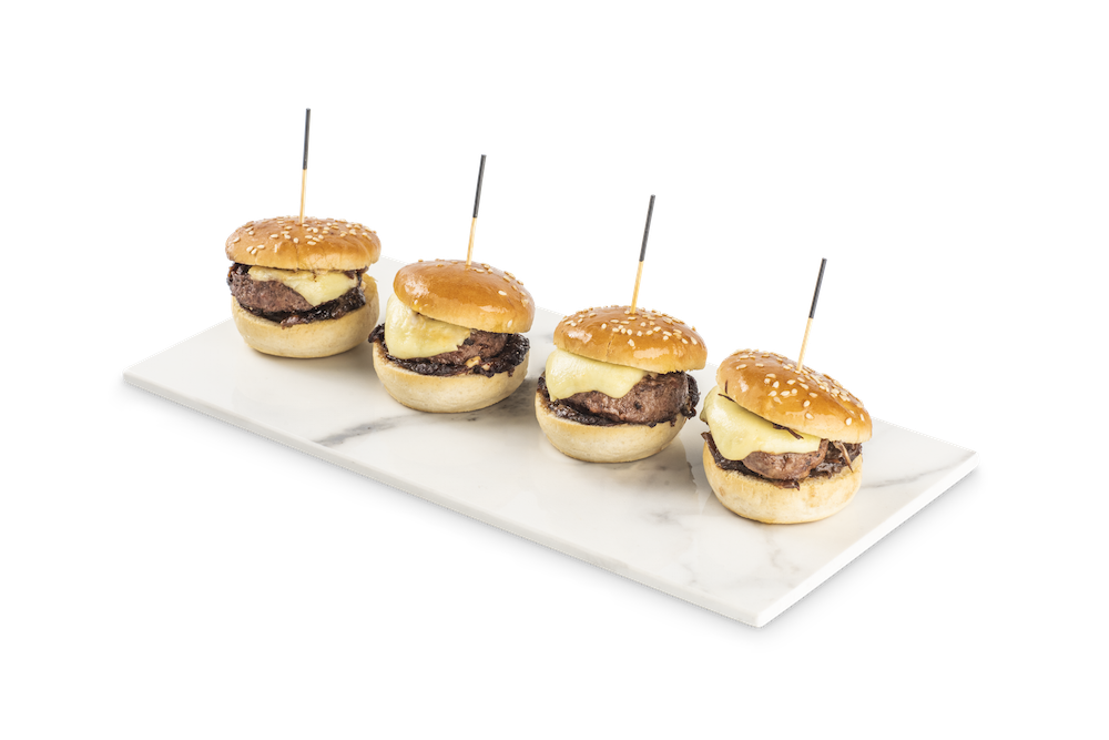 Burger de ternera, cebolla confitada y queso