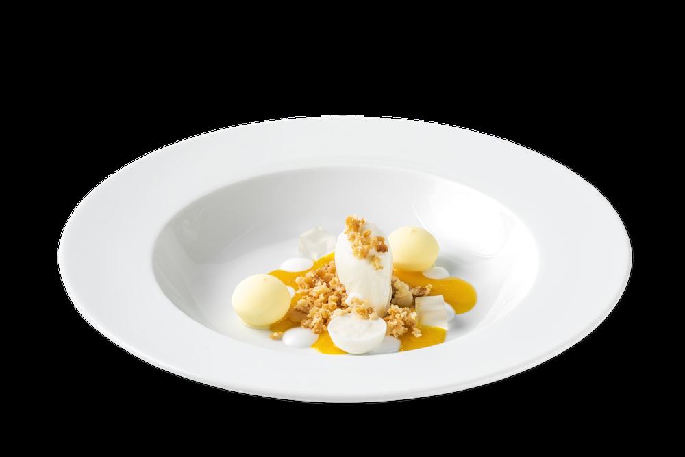 Texturas de coco, helado de ron y sopa de maracuyá